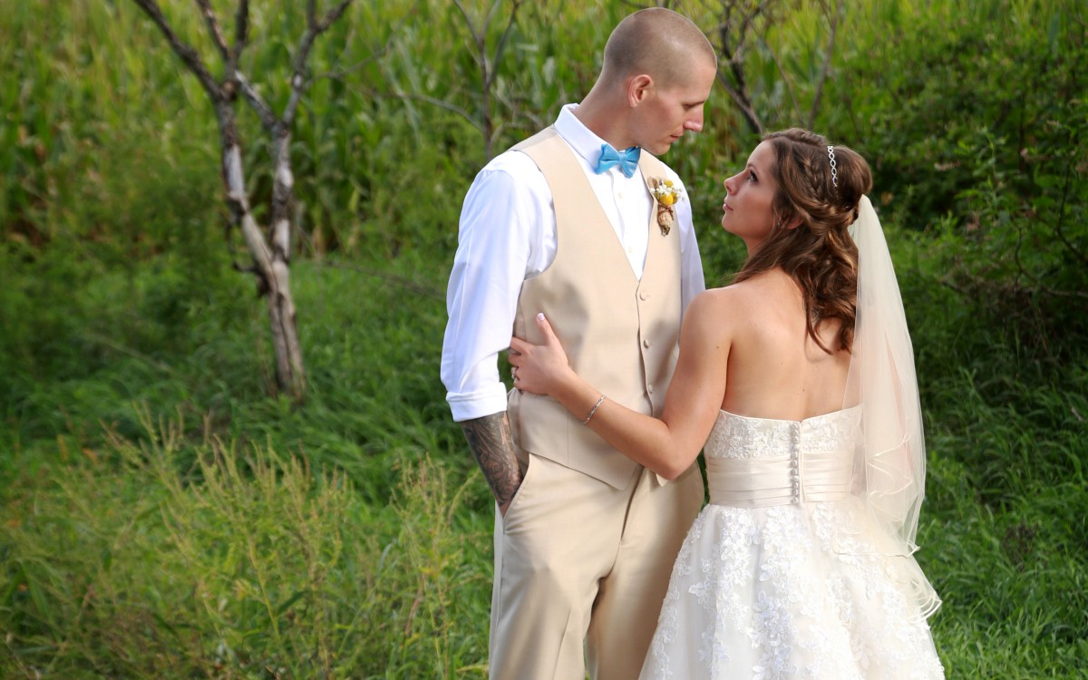 Nate and Liz Wedding | The Olde Farmhouse B&B | Marshall, MI